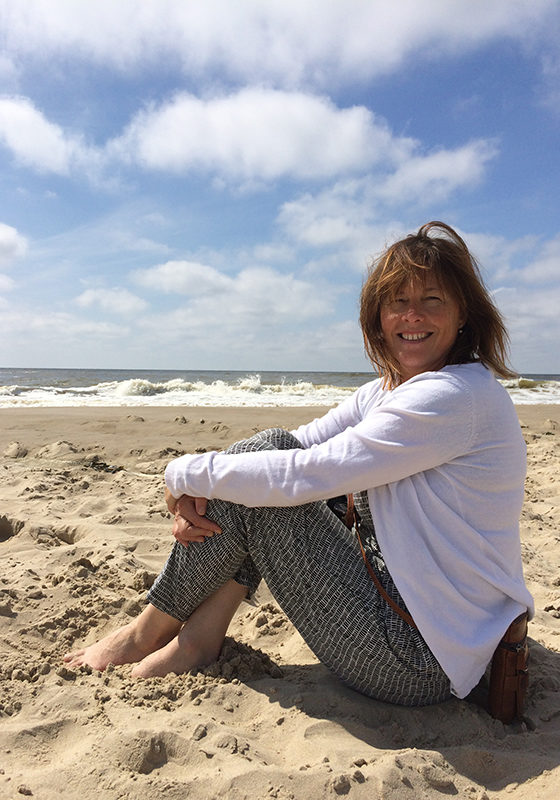 Oergevoel-Helen-On-Beach-600x800