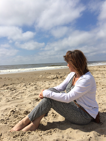 Oergevoel-Helen-On-Beach-450x600